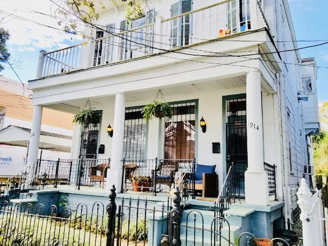 Cozy Home Close to Street Car and Garden District