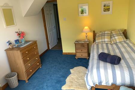 Comfortable, homely, single room close to Marazion