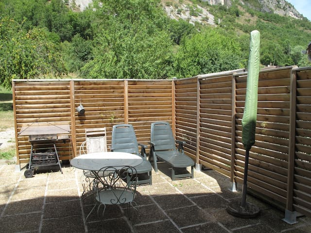 Maisonnette avec superbe vue et jardin - Surba - Casa