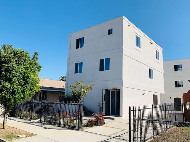 New! long term deal in Los Angeles