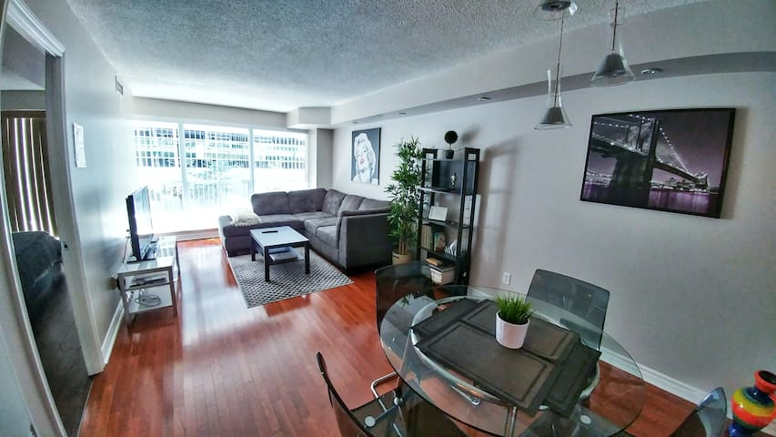 Beautiful Apartment Downtown Toronto TIFF Location
