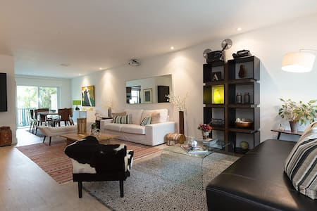 Island Townhouse - Walk to the Beach - 比斯坎湾(Key Biscayne) - 连栋住宅