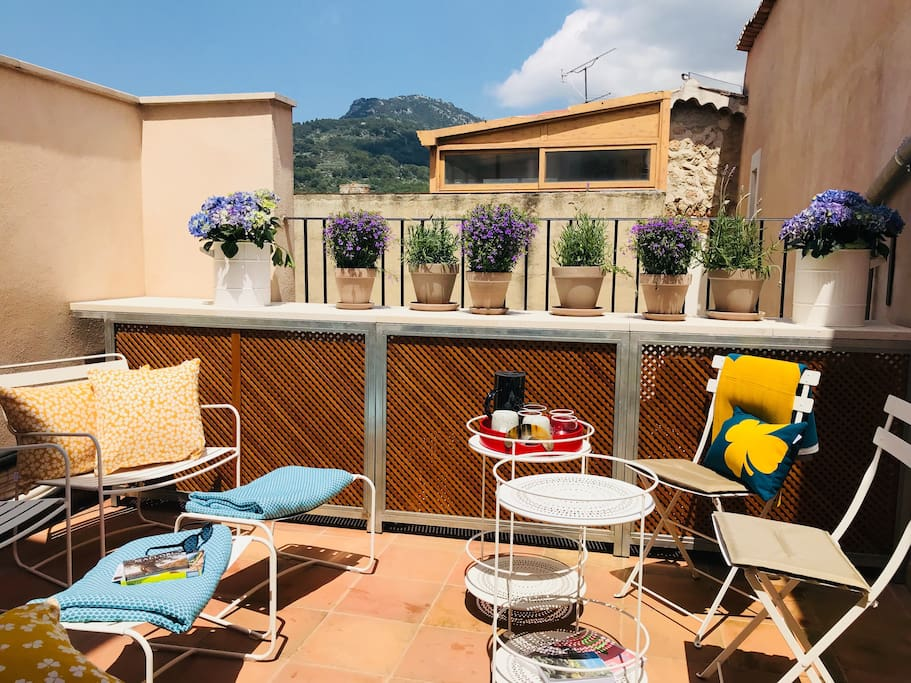 Roof terrace with mountain view