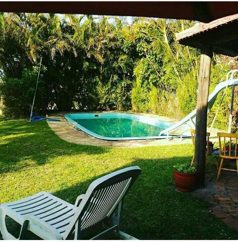 Casa ampla com piscina em ótima localização. - Tramandaí - House
