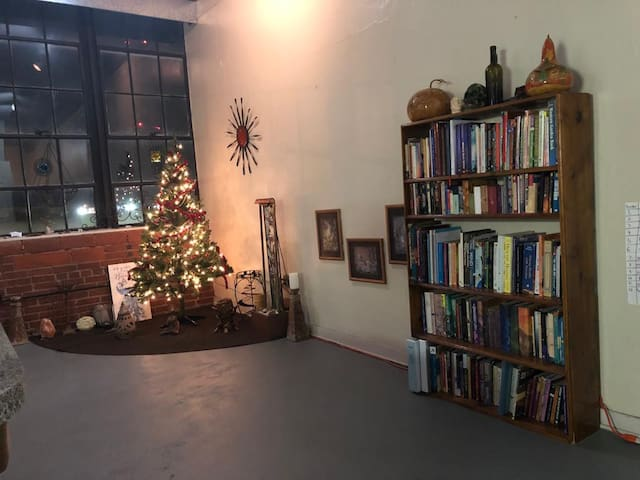 Classroom Loft 1 BR/1 BA in the ♥ of Downtown