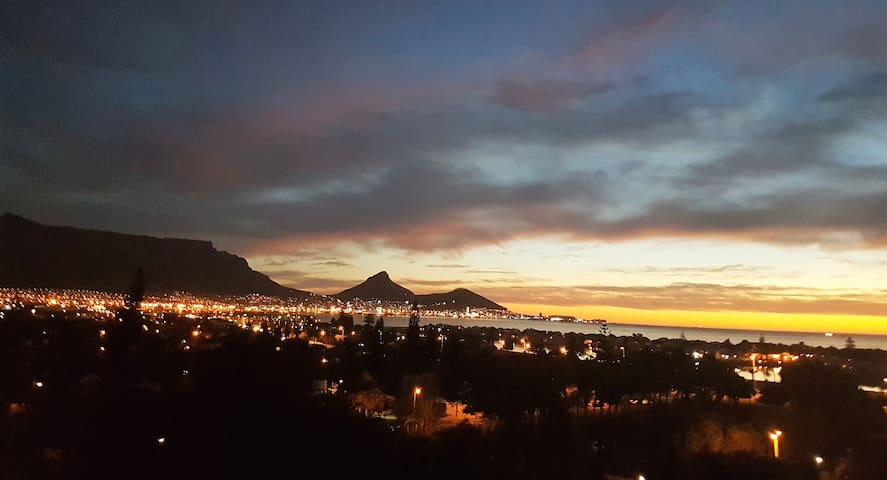 Sunset Views of Table Mountain and Bay