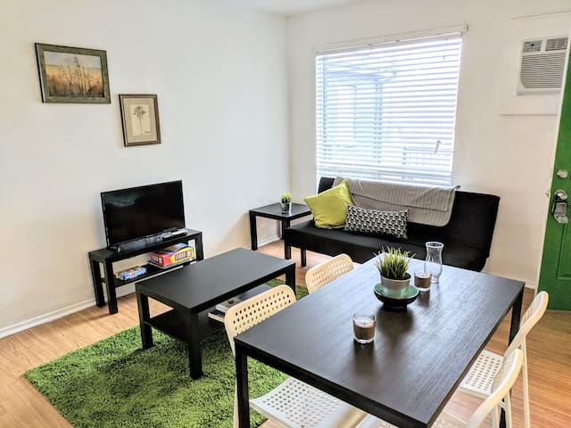 Thrifty + functional 1BD Apt near AUS and downtown