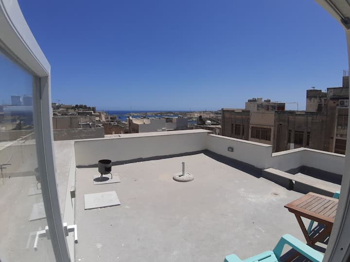 4th floor apartment incl. roof terrace