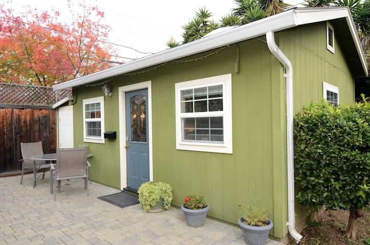 New Garden Cottage ~ Private Entrance - Sunnyvale - Casa