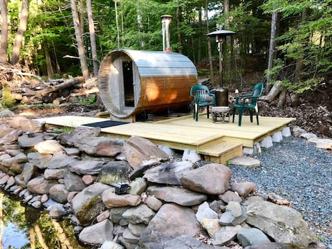 Cozy Catskills Getaway! HunterMnt!HotTub,Sauna,etc