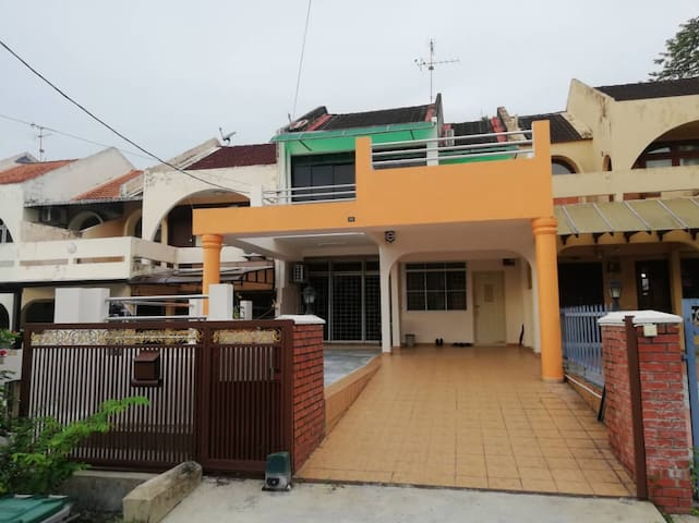 Home for 9 guests at Seremban