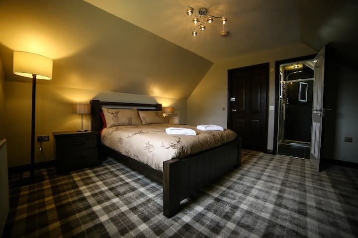 King Size room with en-suite shower room 3