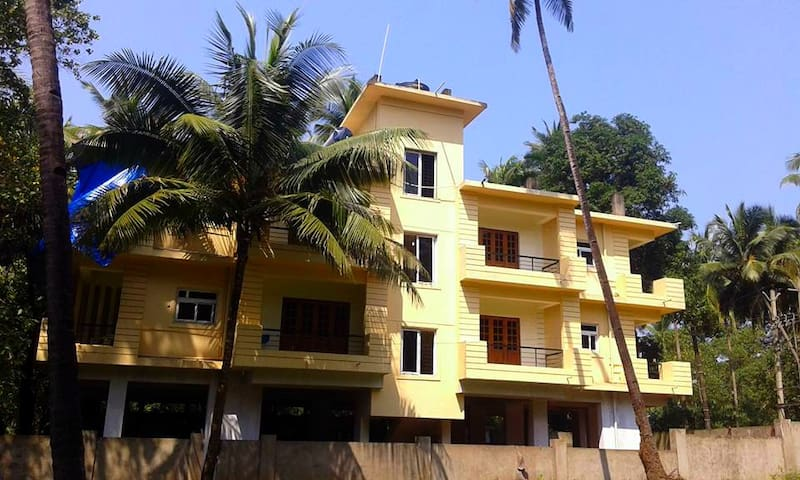 5 bedrooms. Shanti villa - Morjim