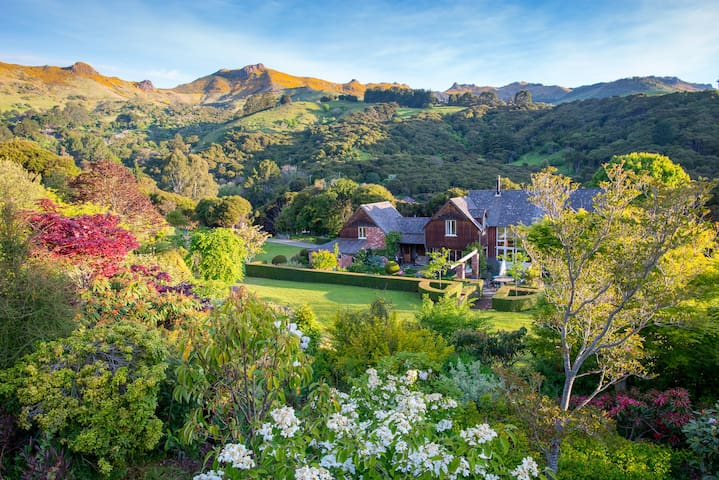 Gatekeepers Retreat in the Hills - Akaroa - Huis