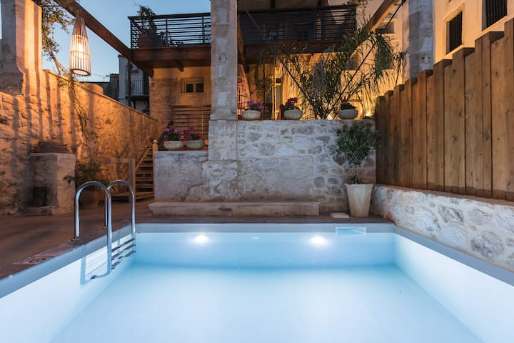 Old Town Villa with private pool - Villa Amaryllis