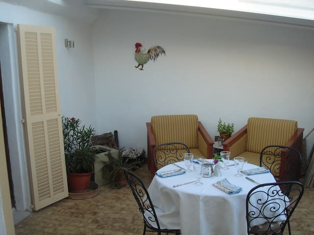 Loft style living with terrace, only 8km to beach. - Sa Pobla - Apartamento