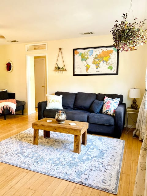 Warm & Inviting 3 bedroom home close to Dt & UF