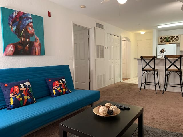 1 bd stylish apartment 10 min from all parks