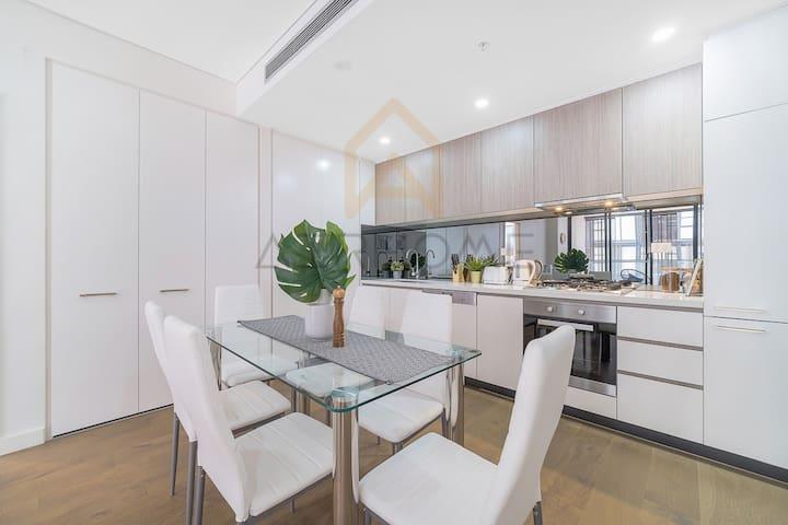 Contemporary spacious apartment in Prime Location