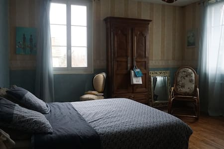 chambre spacieuse - Angoulême