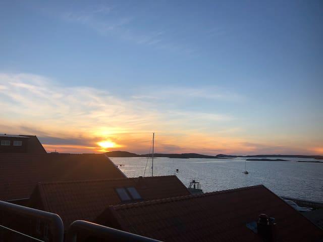 Underbar havsutsikt, hamninloppet med kvällssol