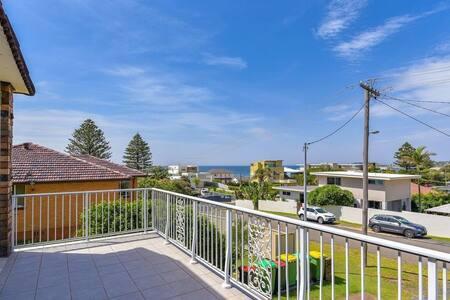 Wamberal Retreat Ocean Views-60m Stroll To Beach