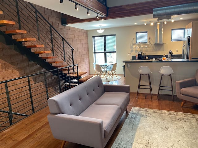 Modern Upscale Loft (Ground Floor Bed & Bath)