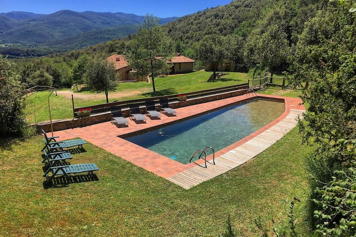 Espectacular masía con piscina y enorme jardín