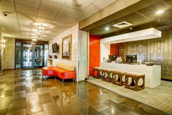Luxurious apartment in cherry creek