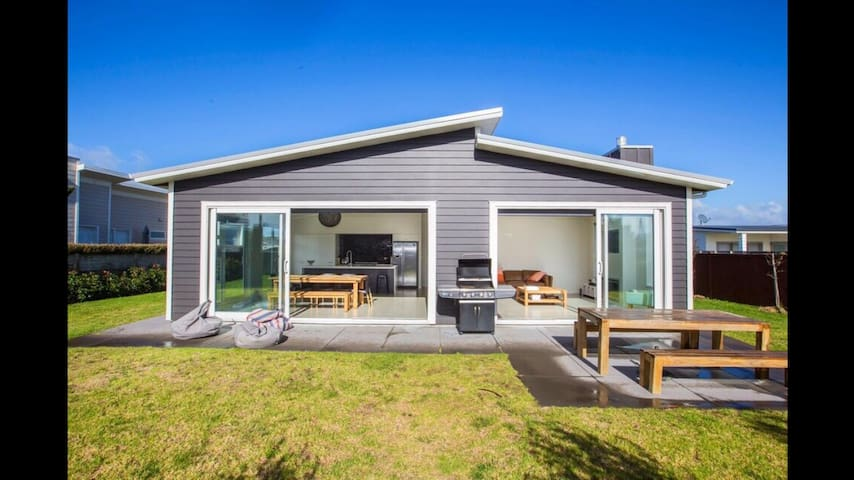 Omaha Beach House Houses For Rent In Omaha Auckland New Zealand