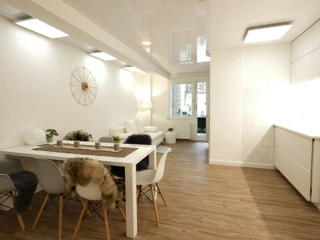 Modern flat with private terrace close to the fair