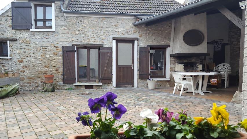 Maisonnette, 10mn de Fontainebleau et 5mn Barbizon