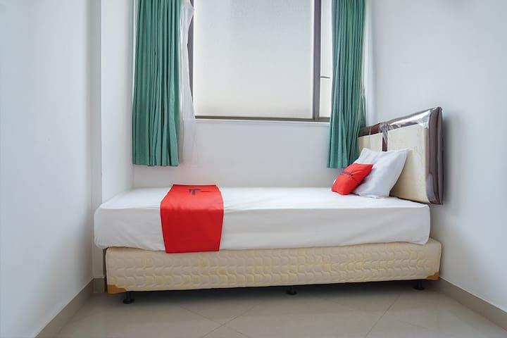 (1 Single) RedDoorz @ Taman Rasuna Apartment 3