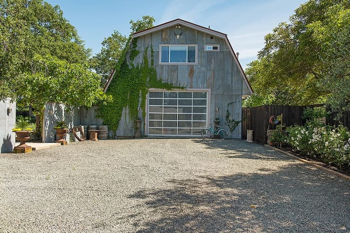 Luxurious Private Barn Suite near Yountville!