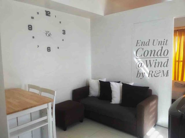 End Unit Condo @ Wind with City & Lake View by R&M