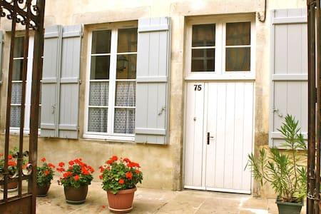 """Gîte """"à mi-pente"""", au coeur de Vézelay - Vézelay - Pis"""