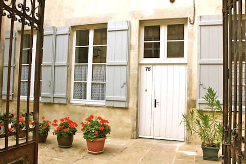 "Gîte ""à mi-pente"", au coeur de Vézelay"