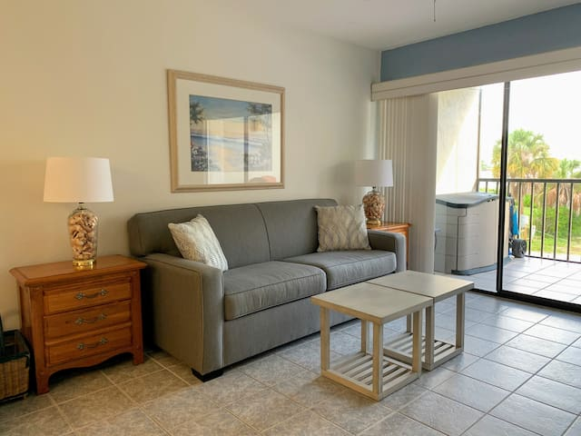 New Listing! 1 bedroom condo 2 blocks from beach