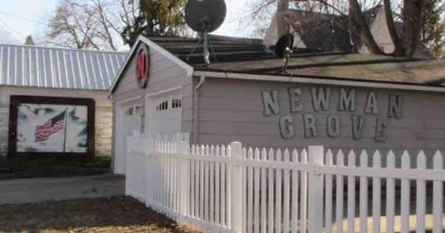 Newman  Grove House FREE WiFi $30 per night/room