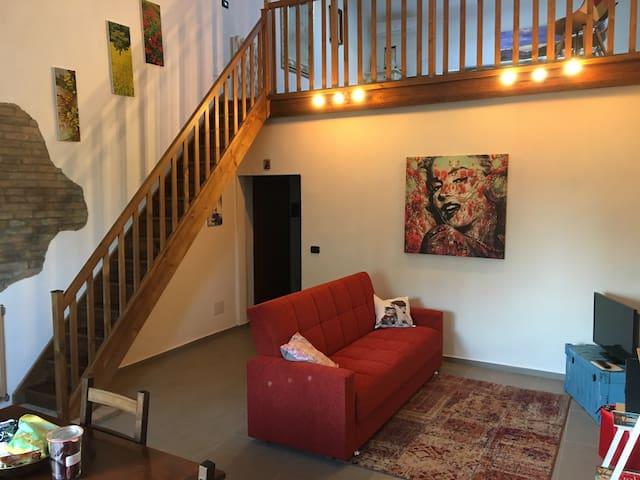 Appartamento rustico restaurato con soppalco