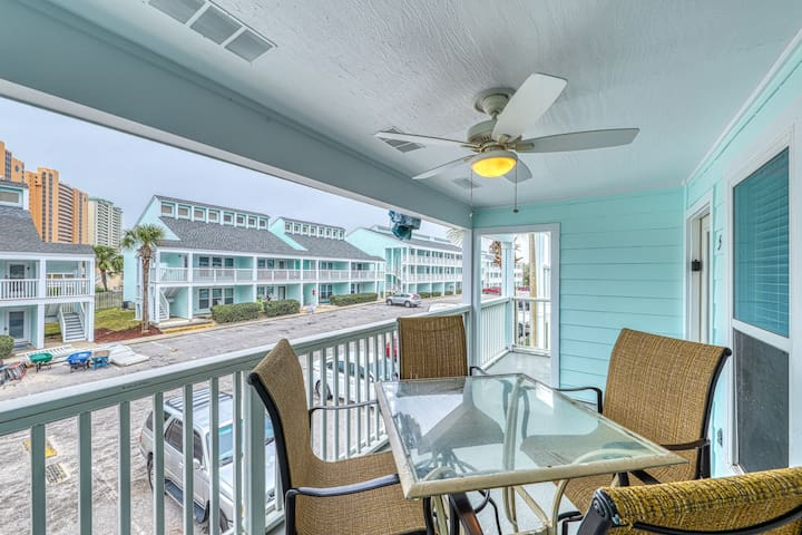 Cozy coastal condo with shared pool and easy beach access