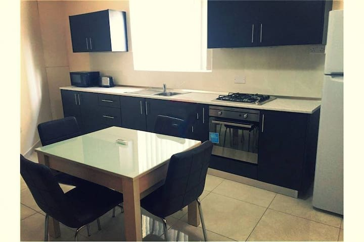 Bright,spacious room in the heart of Malta with AC