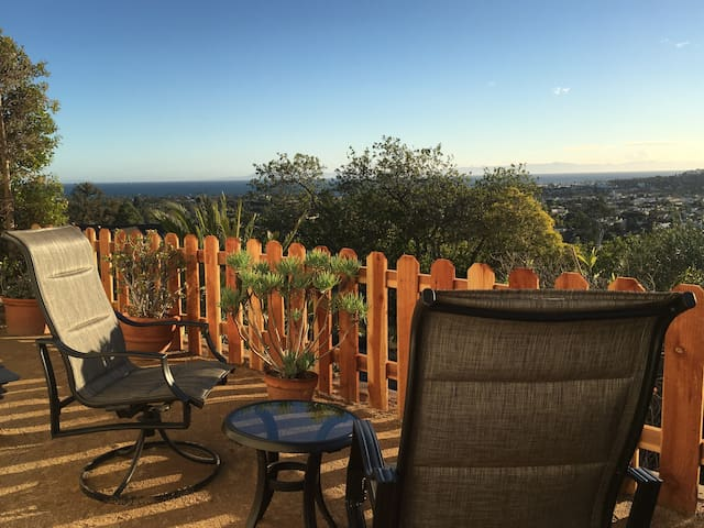 Beautiful, tranquil private studio with ocean view - Santa Barbara - Casa
