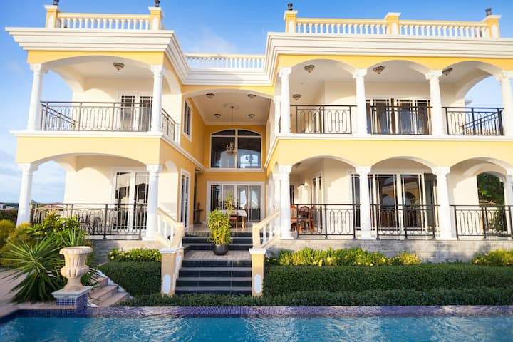 Villa Indijo - Full Service Villa with Superb View