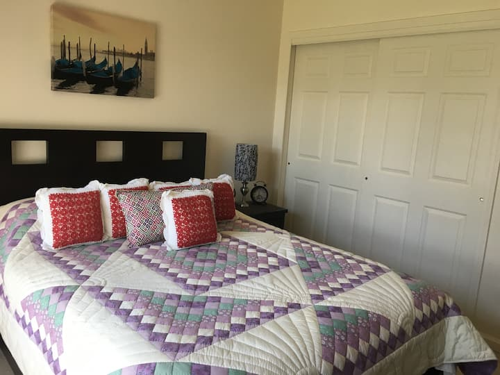 BR in Comfy House, Short Drive from AC & OC (B)