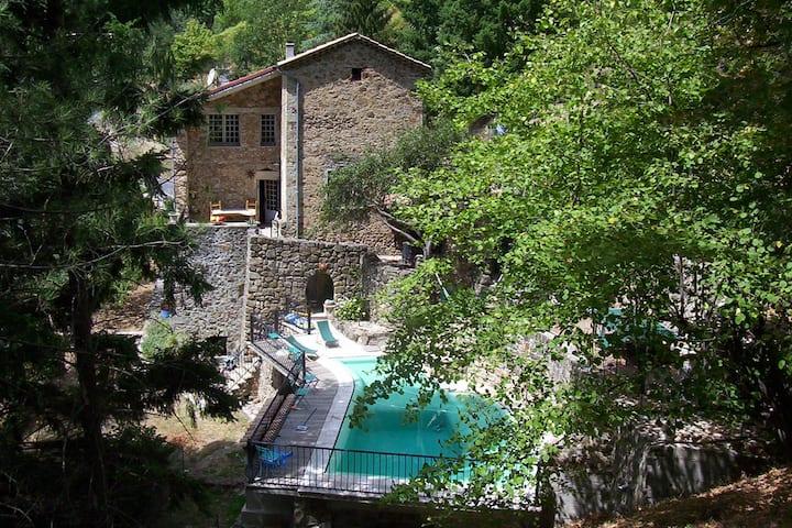 Belle maison ardèchoise avec piscine chauffée