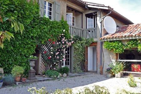Clogs Gite - Gaussan - Huis