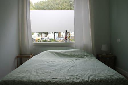 Light, private room near city center Utrecht - 烏特勒支