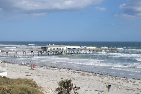 Beautiful Ocean Views From balcony! Steps to Beach - Daytona Beach Shores