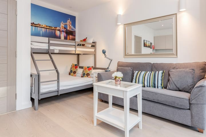 New Flat- Be 1st to Review. Shard & London Eye A1